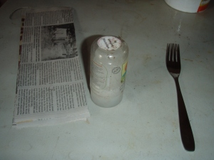 1. Gather your supplies: old newspaper, a glass or cylindrical container about 2-4 inches in diameter, a dinner fork.